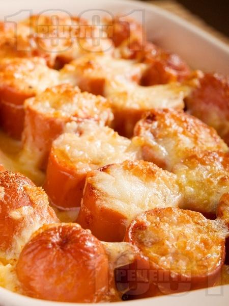 Запечени кренвирши с кашкавал и яйца на фурна - снимка на рецептата